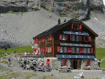 La cabane de Lämmeren avec ses nombreux panneaux solaires