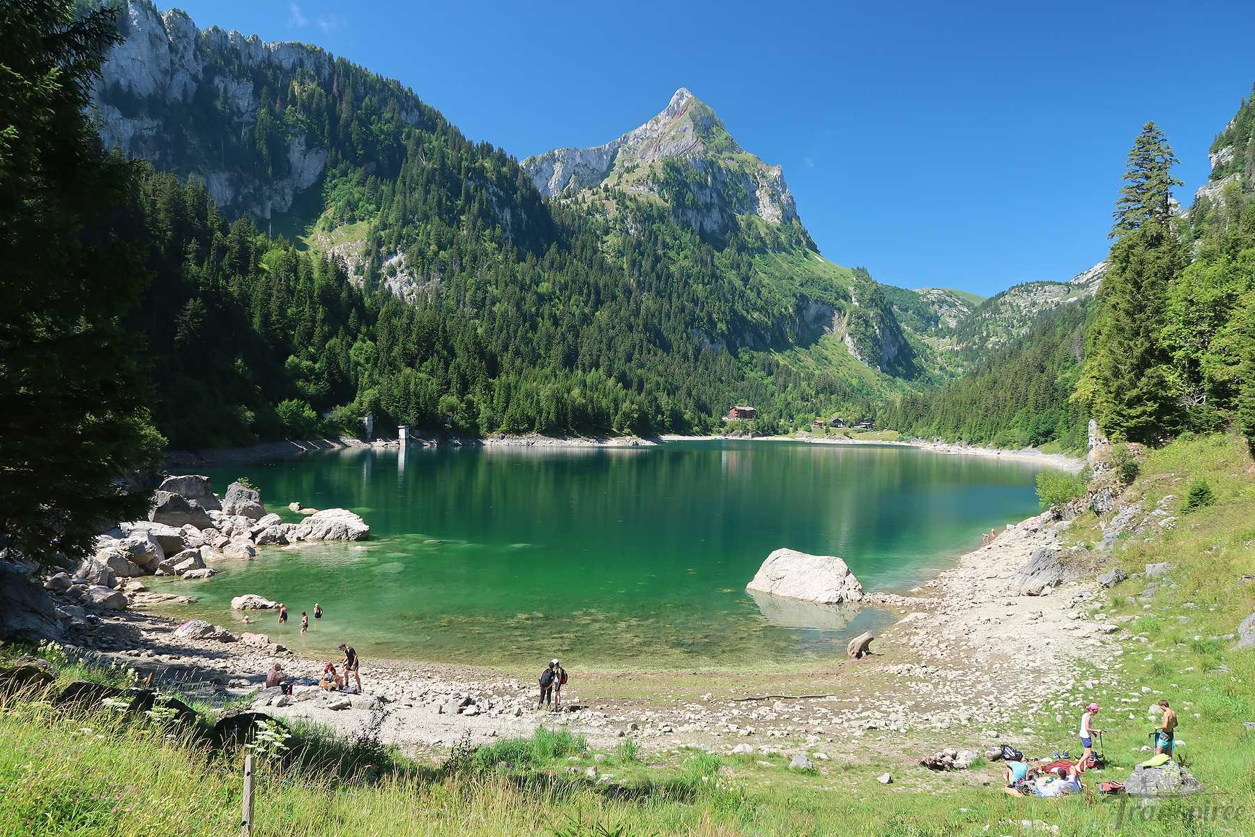 Randonnée au lac de Tanay depuis le Plan de l'Ortie. Retour par La Cheseule