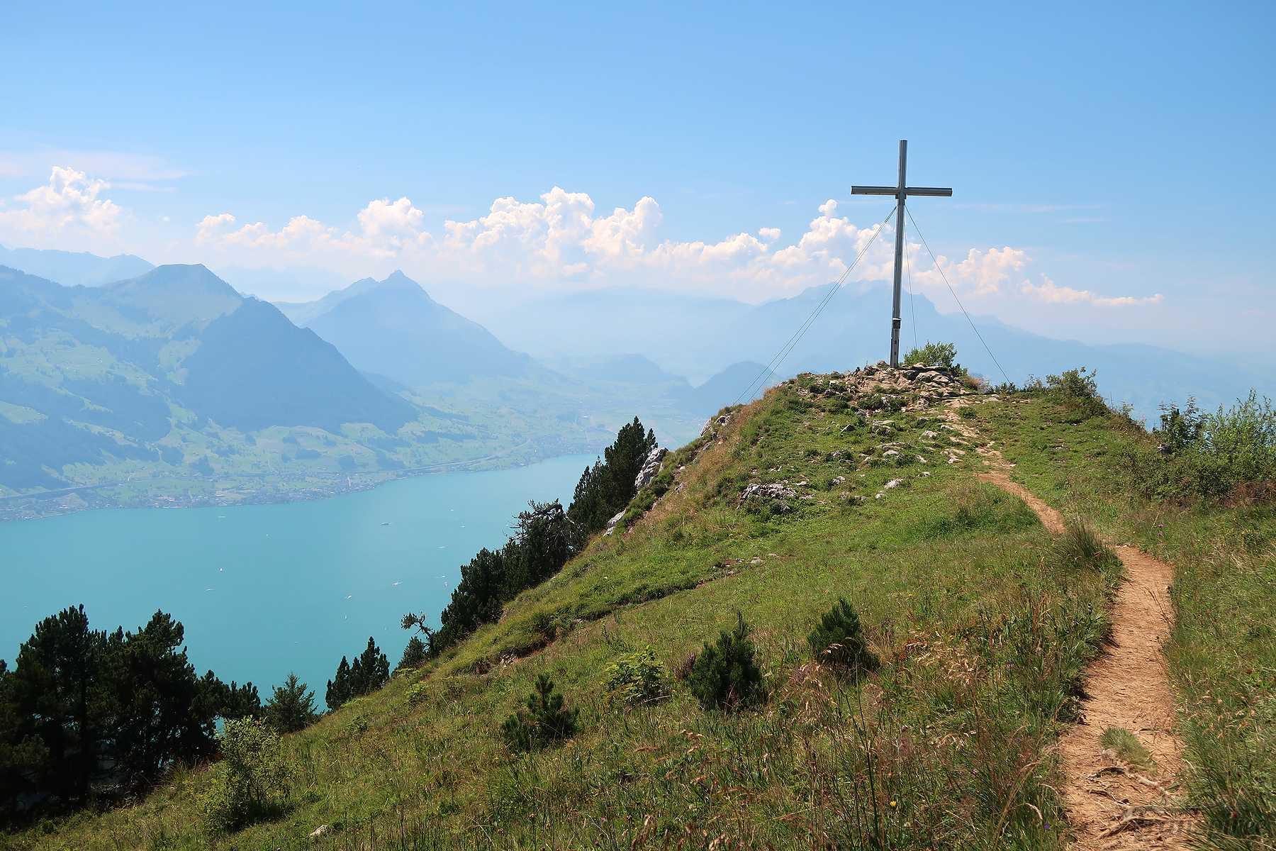 Randonnée au Riggi Hochflue depuis Brunnen et Urmiberg